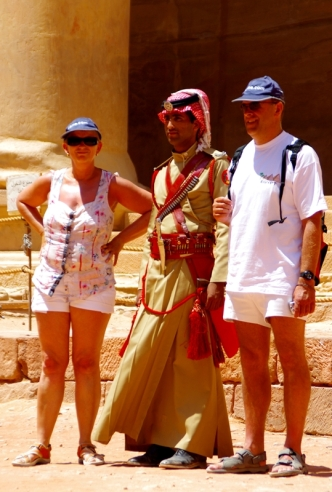 another tourist atraction - Photo with the Petra Guard